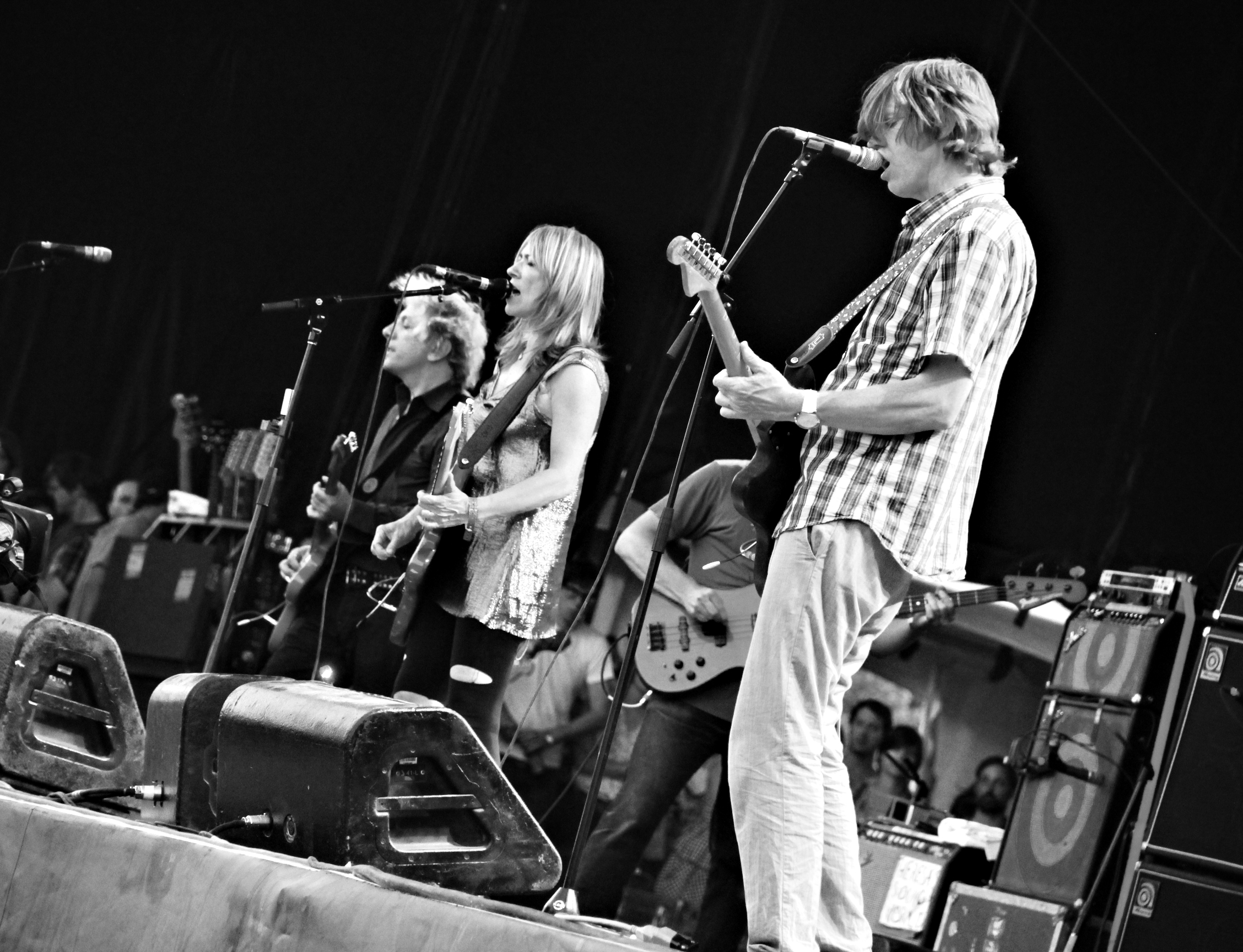 Sonic Youth, durante un concierto en Canadá. /TKaravou