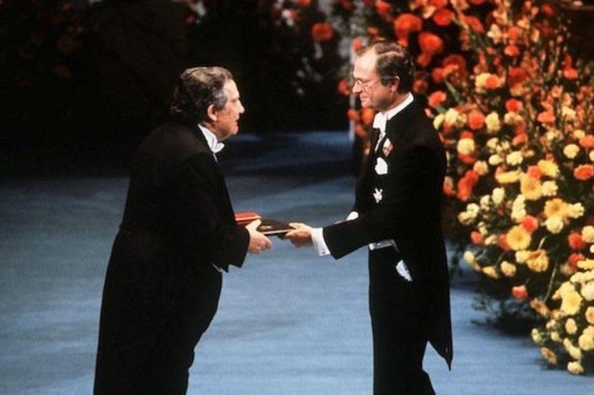 octavio-paz-recibe-el-premio-nobel-de-literatura