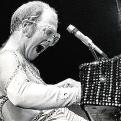 Elton John joven